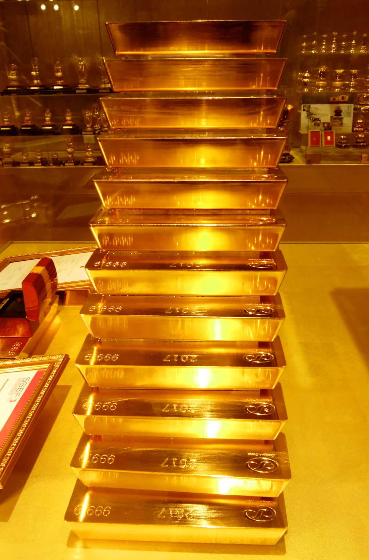 ハウステンボスの黄金の館の金塊タワー