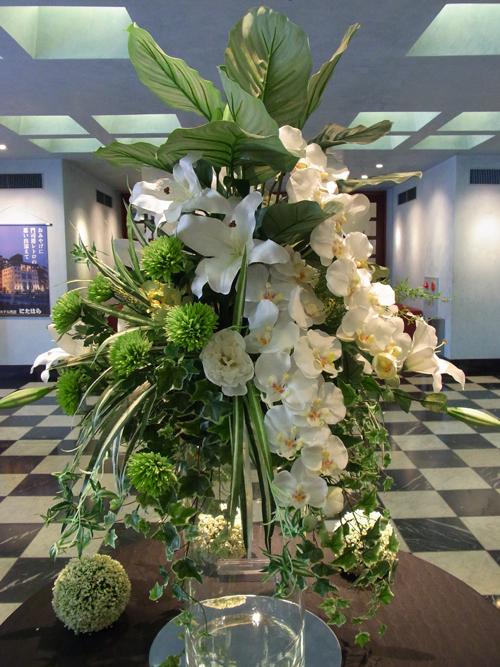 プレミアホテル門司港(旧門司港ホテル)のフロント 美しいお花
