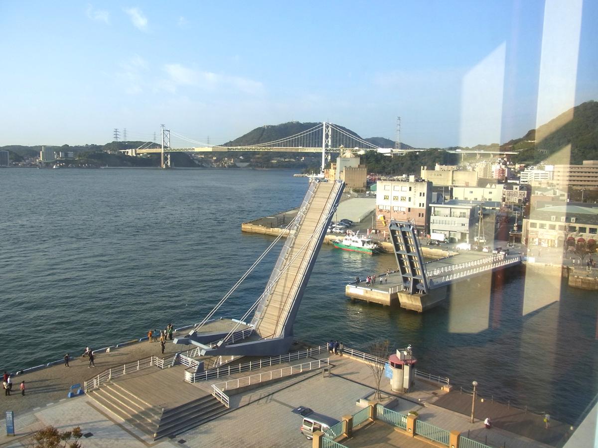 プレミアホテル門司港(旧門司港ホテル) ハネ橋の開閉も部屋からよくみえます