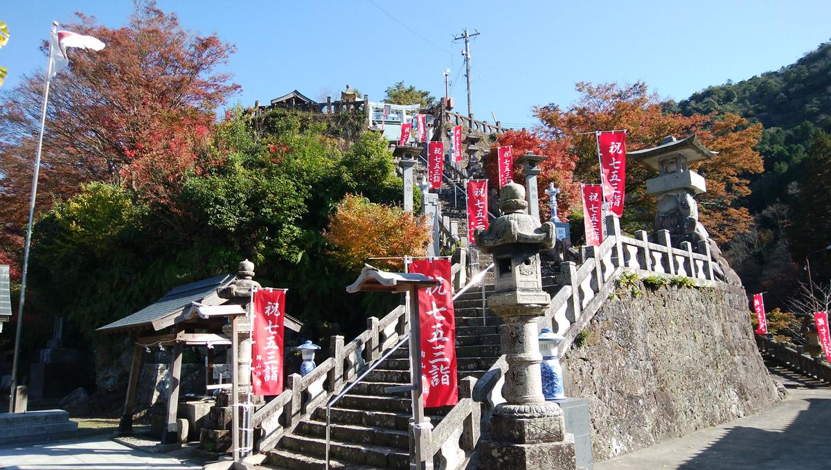 陶山神社 有田焼の鳥居や狛犬が見れる神社 紅葉も美しい