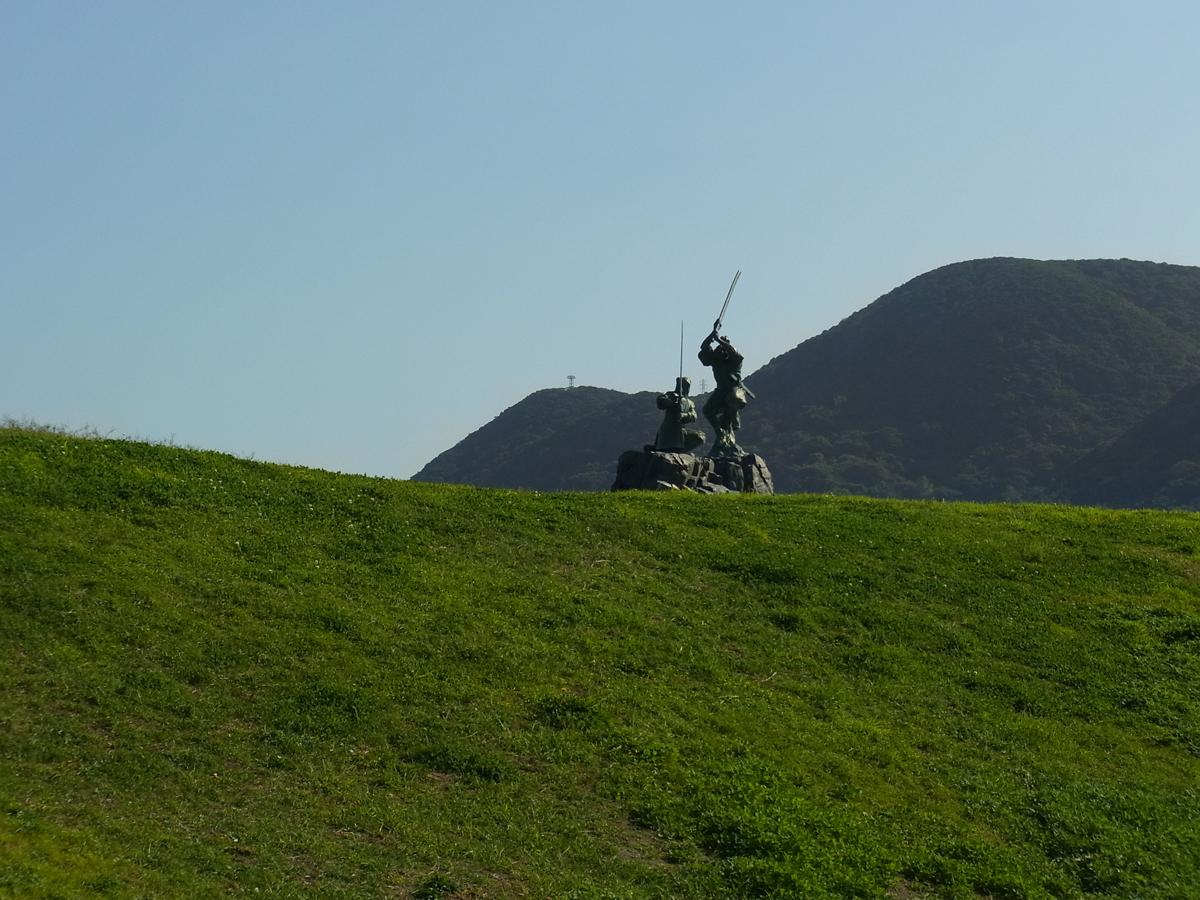 武蔵VS小次郎像は大きく遠くから見えます